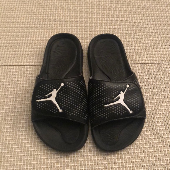 890c38c480cdc Jordan Other - Boys size 4 Air Jordan slides!